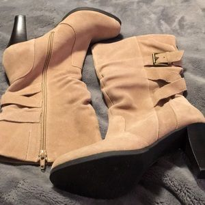 NWOT Light tan suede heeled boots.